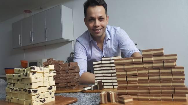 HACE 7 AÑOS QUE PRODUCE CHOCOLATE EN CUTRAL-CÓ  Y LE VA MUY BIEN