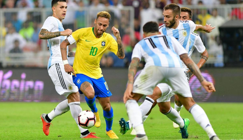 ARGENTINA SE DURMIO Y BRASIL SE LO GANO EN EL FINAL POR UN ERROR EN UN CORNER