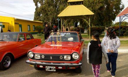 Encuentro de Autos Clásicos en Plaza Huincul