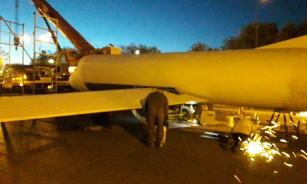 El Domingo se Inaugura la escultura del Avion AVRO 748 Frente Casa de la Historia