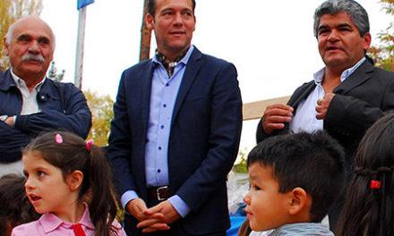 El gobernador Omar Gutiérrez participo de la ceremonia central por el 52º aniversario de Huinganco