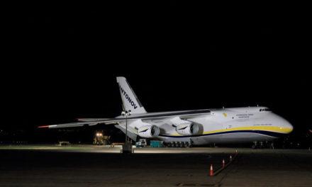 Avión trabaja en el apagado del Pozo de YPF en Vaca Muerta