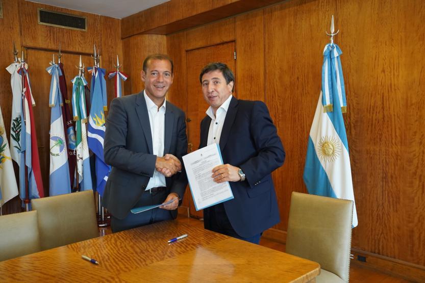 Omar Gutierrez firmo adhesion al Plan Nacional Argentina contra el hambre